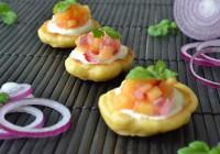 Maispfannküchlein mit pikanter Mangosalsa