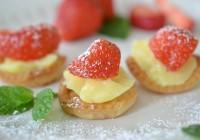 Minitortelett mit Vanillecreme und Erdbeere
