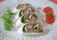 Tortillaröllchen mit gegrilltem Gemüse, Oliventapenade und Ziegenkäse