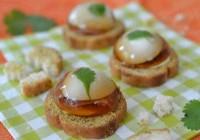 Wachtelei und Prosciutto in Sherry-Aspik auf Cracker