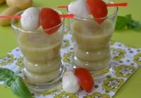 Kartoffel-Basilikum-Süppchen mit Tomate-Mozzarella-Spieß