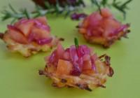 Kartoffel-Pastinaken-Rösti mit Apfel-Zwiebel-Kompott