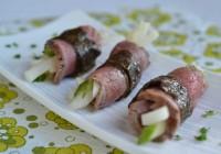 Rindfleischröllchen mit Gurken-Rettichsalat