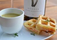 Curry-Linsensuppe mit Lachswaffel, Gelber Muskateller Wein