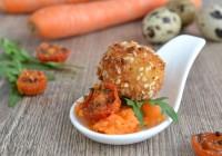 Sesam-Wachtelei auf Karottensalat mit Ofentomate
