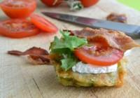 Maisfritter mit Tomate, Rucola und Bacon